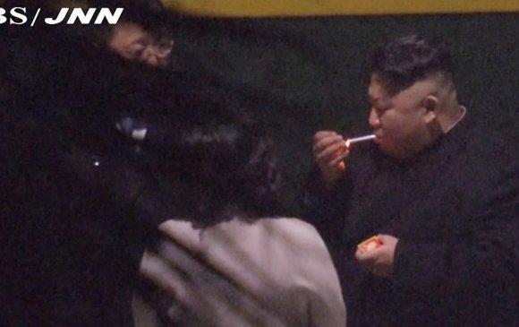 Ким Жон Ун тамхилахын тулд галт тэргээ түр зогсоожээ