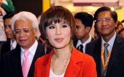 Ерөнхий сайдын суудалд санаархсан Тайландын гүнж уучлалт гуйв