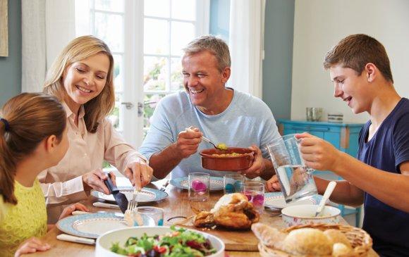 Хоол хүнсээр дамжих халдвараас сэргийлнэ үү!