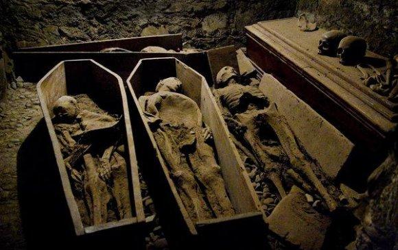 800 гаруй жилийн настай занданшуулсан шарилын толгой алдагджээ