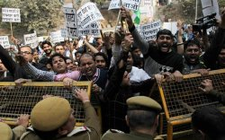 АНУ-ын хуурамч их сургуулиас үүдэлтэй баривчилгаа Энэтхэгийг бухимдуулав