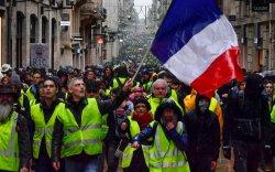 Францчууд гурван сарын турш тасралтгүй жагсаж байна