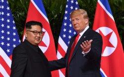 """Ким, Трампын уулзалт Солонгосын дайныг """"зогсооно"""""""