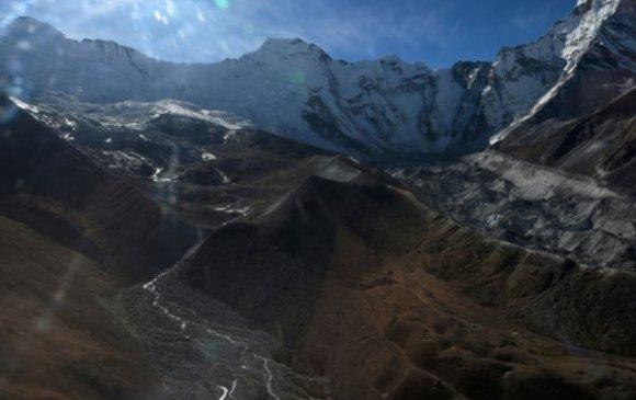Непалд нисдэг тэрэг осолдож, долоон хүн амиа алджээ