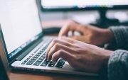 Албан хаагчдын 13 хувь нь ажлын цагаар интернэтийг хувьдаа ашигладаг