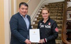 Монгол улсын баатар, сансрын нисгэгч Ж.Гүррагчаагийн захидлыг гардуулав