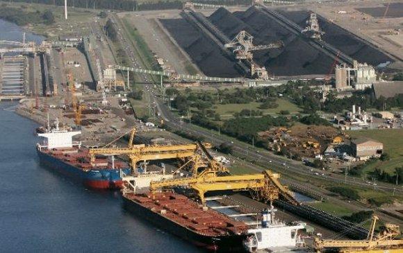 Хятад улс Австралийн нүүрс нэвтэрдэг нэг боомтоо хаалаа