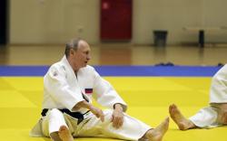 Путин хуруугаа гэмтээжээ