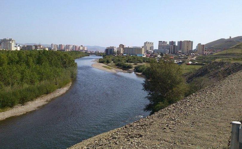 Туул гол дагуух хогийг цэвэрлэнэ