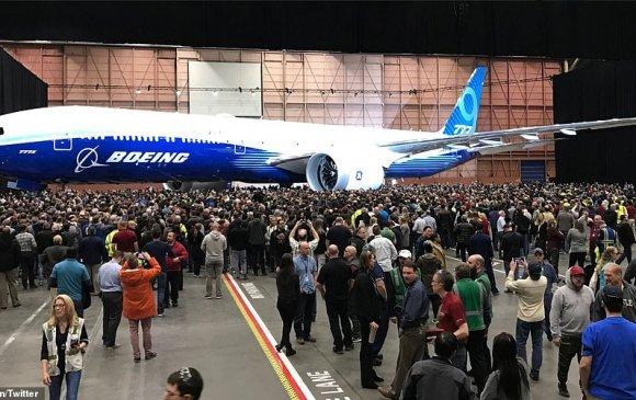 """Дэлхийн хамгийн урт """"Boeing 777X"""" хөлгийг танилцуулжээ"""