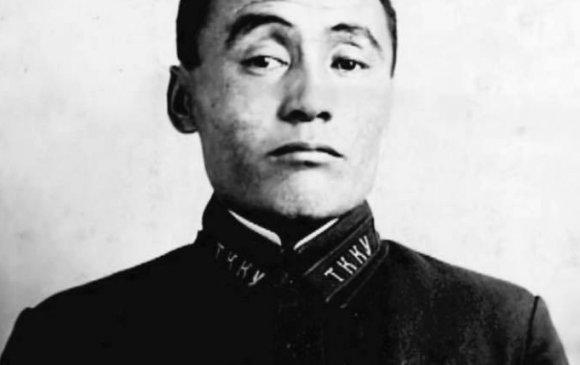 Домогт 6-р морьт дивизийн дарга Ч.Шаарийбуу гэж хэн бэ?
