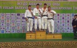 Жудо бөхийн Залуучуудын багийн аварга шалгаруулах тэмцээнээс мөнгөн медаль хүртлээ