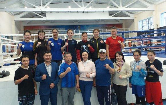 Эмэгтэй боксчид Казахстанд бэлтгэл хийж байна
