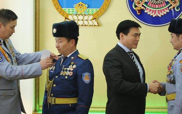 Монгол цэргийн өдөр, Зэвсэгт хүчний ойг тохиолдуулан шагнал гардууллаа