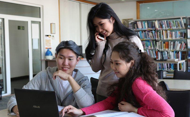 Улаанбаатар хотын Рафлес олон улсын институтийн Бизнесийн болон Дизайны бакалаврын зэрэг