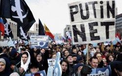 Путиныг иргэдийн эрх чөлөөнд халдаж байна хэмээв