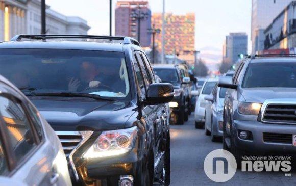 Энэ сард 3, 8-аар төгссөн дугаартай машины жолооч нар татвараа төлнө