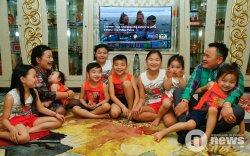 Найман бурхнаар гэрээ чимсэн Д.Батдаваагийн гэр бүл