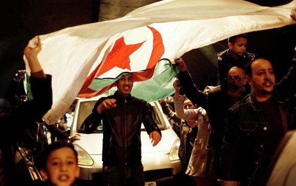 Өөрчлөлтийг хүссэн Алжирчуудын ирээдүй олон улсын анхааралд байна
