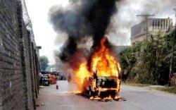 Энэтхэгийн улстөрч бөмбөгдөлтөд өртөж, амиа алдав