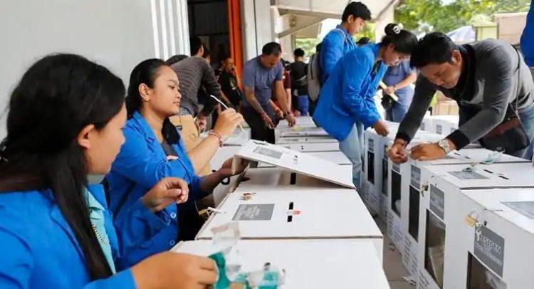 Индонезид сонгуулийн штабын 270 ажилтан нас баржээ