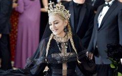 """Мадоннагийн """"Madame X"""" гэж хэн бэ"""