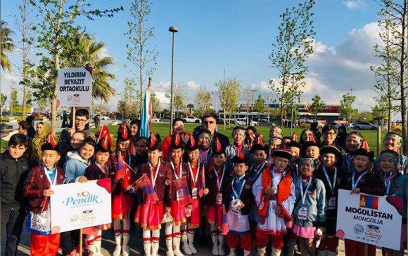 Чингэлтэй дүүргийн сурагчид Олон улсын хүүхдийн наадамд оролцов