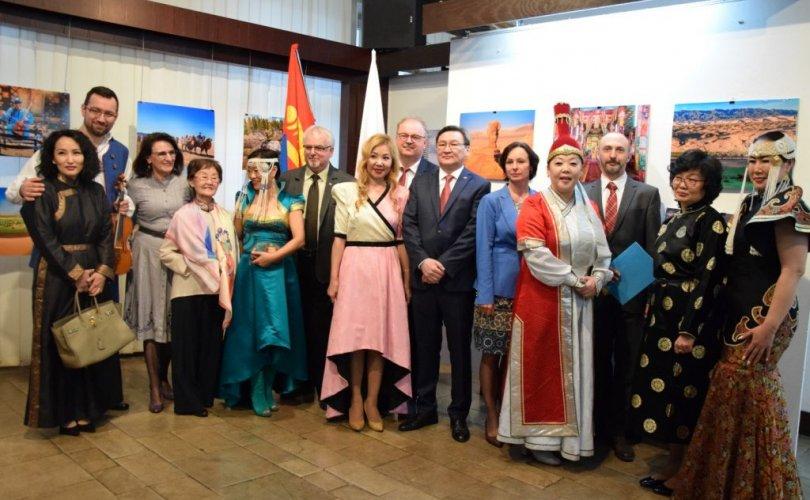 """""""Үзэсгэлэнт Монгол"""" гэрэл зургийн үзэсгэлэн зохион байгуулав"""