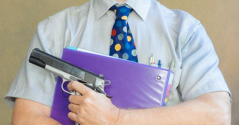 АНУ-д багш нар зэвсэг эзэмшихийг зөвшөөрсөн хууль батлав