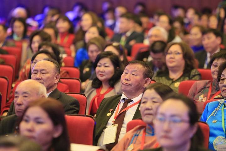 93fa010e-dd49-4c09-be41-a45963eade32 Монголын багш нарын VII их хуралд 22-91 насны 800 төлөөлөгч оролцож байна