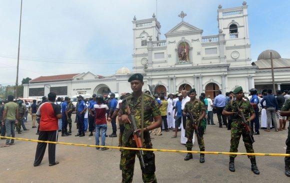 Шри Ланкад гарсан халдлагын улмаас 300 орчим хүн амиа алдлаа