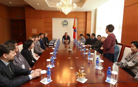 Монгол судлаач эрдэмтдийн төлөөллийг хүлээн авч уулзав