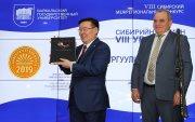 """""""Нэг Монгол нэг зүгт. Хөгжил бол цэгцрэх хөдөлгөөн"""" ном """"Университетская книга"""" төслийн Гран при шагнал хүртлээ"""