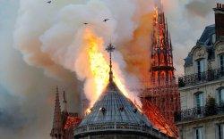 """Парисын дарь эхийн сүм шатсан нь """"бурхны гэсгээл"""" гэв"""