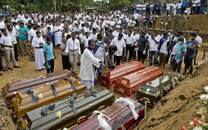 Шри Ланкийн тэргүүн баяны хөвгүүд амиа золиослогчид байжээ