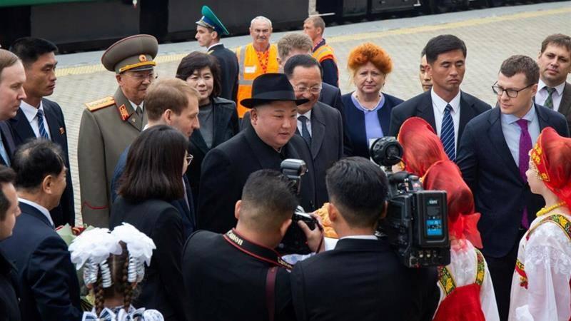 Оросууд Ким Жон Уныг талх давстайгаа угтжээ