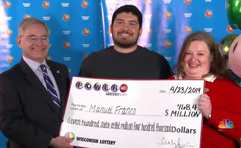 Азтай залуу 10 долларын тасалбараар 477 сая доллар хожжээ