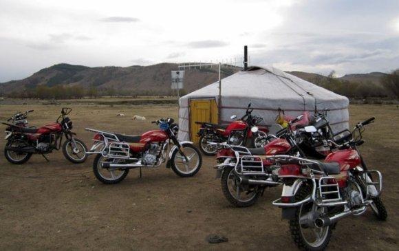 Мотоцикл, мопед жолоодохдоо заавал хамгаалах малгай өмсөнө
