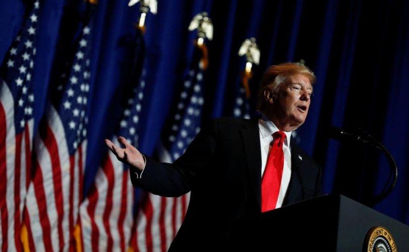 Трамп: АНУ-тай тэмцэлдэхийг санаархвал Иранд төгсгөл ирнэ