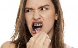 Нүүрстэй оо шүдийг гэмтээдэг
