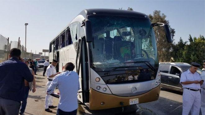 Жуулчдын зорчиж явсан автобус дэлбэрэлтэд өртжээ