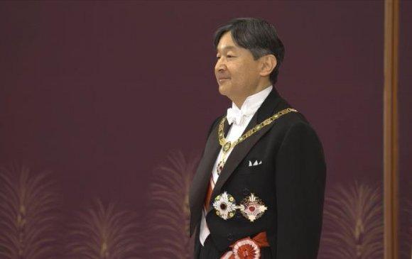 Японы шинэ эзэн хаан Нарухито сэнтийдээ заларлаа