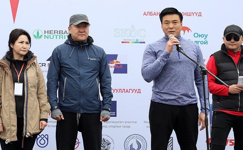 Хотын захирагч марафонд оролцогчдод амжилт хүслээ