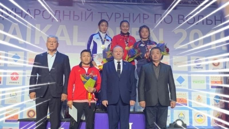Гавьяат тамирчин О.Насанбурмаа, Ц.Намуунцэцэг нар алтан медаль хүртжээ
