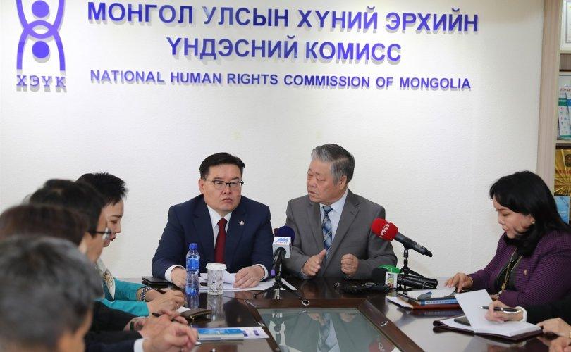 Г.Занданшатар Хүний эрхийн үндэсний комисст ажиллав