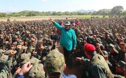 Мадуро цэргийн хүчийг гартаа атгасаар байгааг хүлээн зөвшөөрчээ