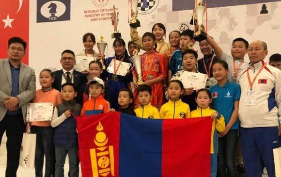Сурагчдын шатарчдын ДАШТ-ээс долоон медальтай ирэв