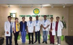 Энэтхэг эмч нар үнэ төлбөргүй үзлэг, хагалгаа хийж байна