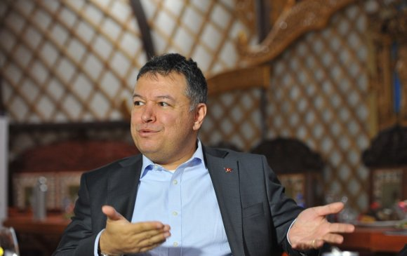 Ахмет Язалт: Турк сургуульд хэний хүүхдийг хөнгөлөлттэй сургасныг судлаад үзээрэй