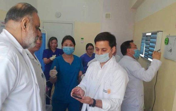 Монгол, энэтхэг эмч нар хамтран дурангийн хагалгаа хийв